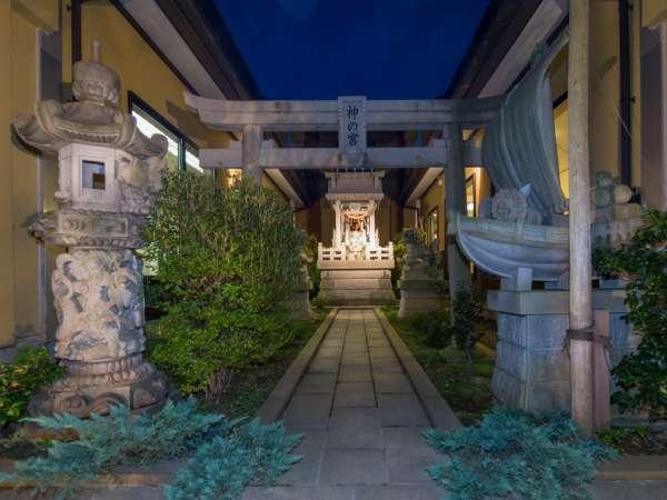 中庭の『神の宮神社』