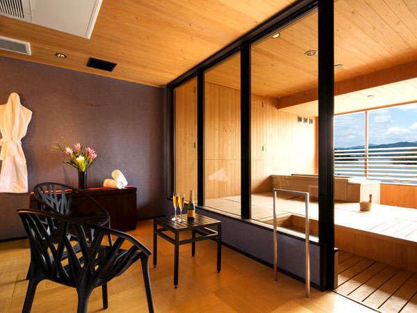 【露天風呂付客室】浜名湖が望める露天風呂と広いパウダールームを備えた、当館最大のゲストルーム。