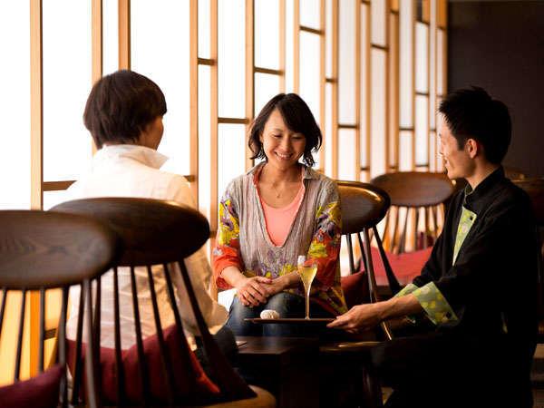 毎夕開催のお茶会やプライベートな空間で大切な人とのひとときを。