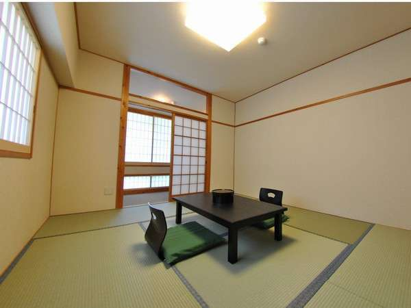 【和室】清潔感あるお部屋で、お部屋の奥には洗面台がございます。(8畳)
