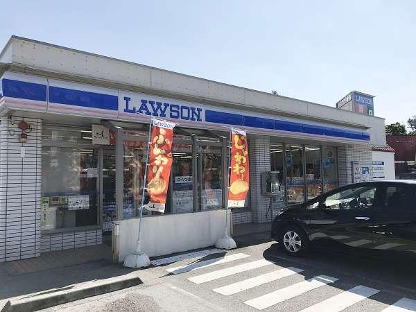 ローソン 恩納インブビーチ前店。ホテルから徒歩3分の場所です。ちょっとした買い物に便利です。