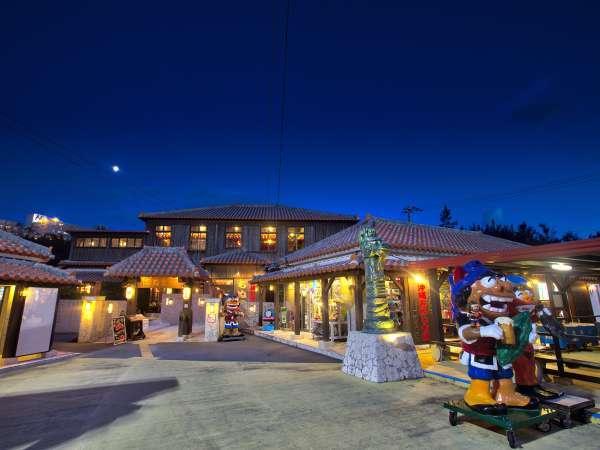 ビーチリゾーツホテルカラカウアの入口です。宿泊棟はホテル併設の沖縄古民家レストラン後ろにあります。