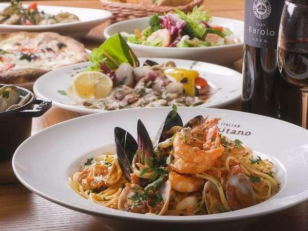 ご夕食には、地元の新鮮な素材を使用した本格イタリアンのコースをご準備いたします。