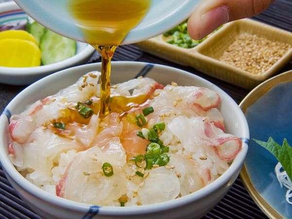 宇和島のご当地料理「鯛めし」は不動の人気。特製タレをかけて召し上がれ!