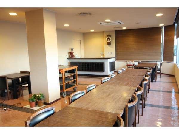 1階レストラン。個人の朝食会場や会議などで使用することもあります。