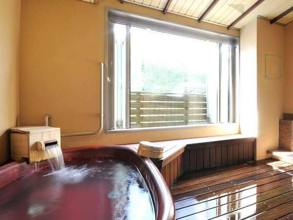 信楽焼きの貸切風呂。プライベートな時間をお約束。