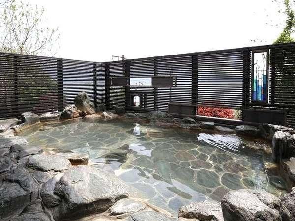 地下へ潜る「ノゾキミロテン」。宮浜の湯をイメージしたステンドグラスが印象的。*10数段階段有