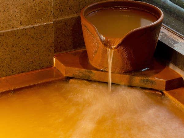 【金 泉】隣接する有明泉源から引いているお湯は、新鮮で泉質の良さが評判です。