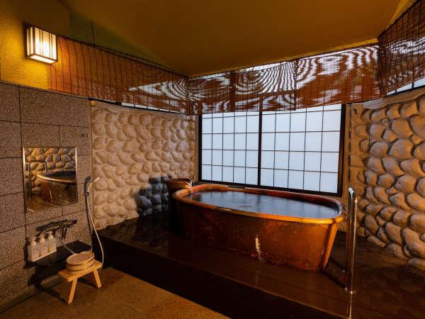 【三の湯(貸切風呂)】〔銀泉〕三・四・五の湯は1階にあり、それぞれ趣が異なる内湯です。