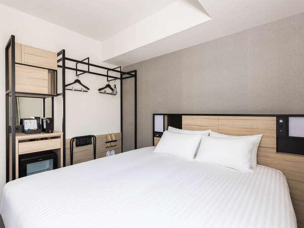 【客室】プレミアムダブル・部屋広さ…20㎡・宿泊人数…1~2名・ベッド幅…180cm