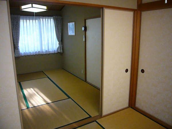 2階は落ち着いた和室もあります