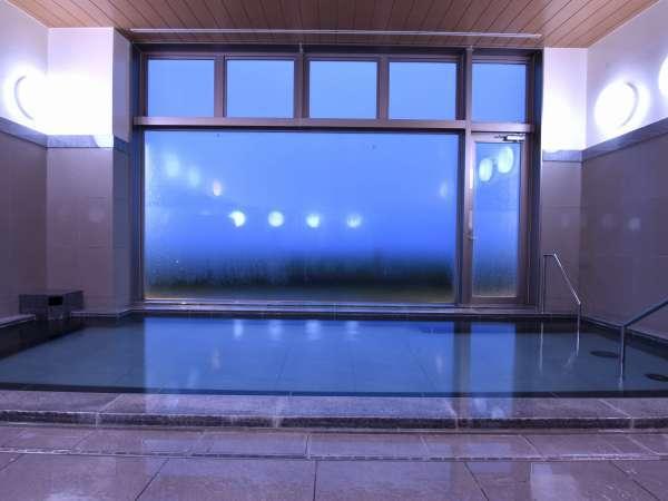 ●大浴場/早朝の景色/朝の営業時間6:00~10:00/美しいブルーに包まれて…