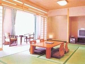 【和室12畳】 日当たりの良い広々とした和室です。バルコニーからは海も見えます♪