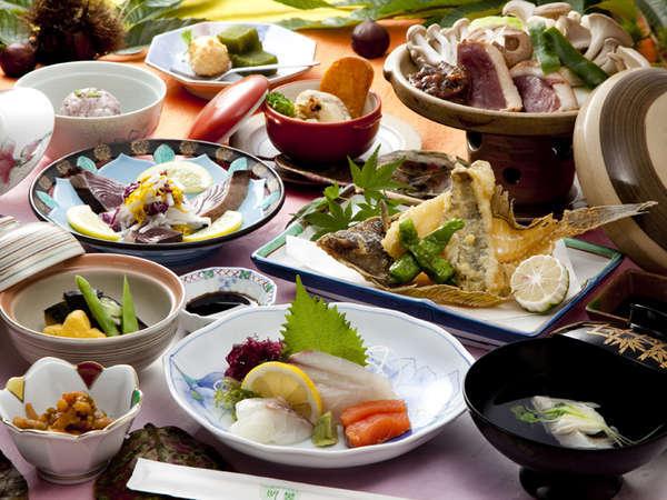 『和風御膳』 県産の旬の食材を使ったお料理の数々が並びます。