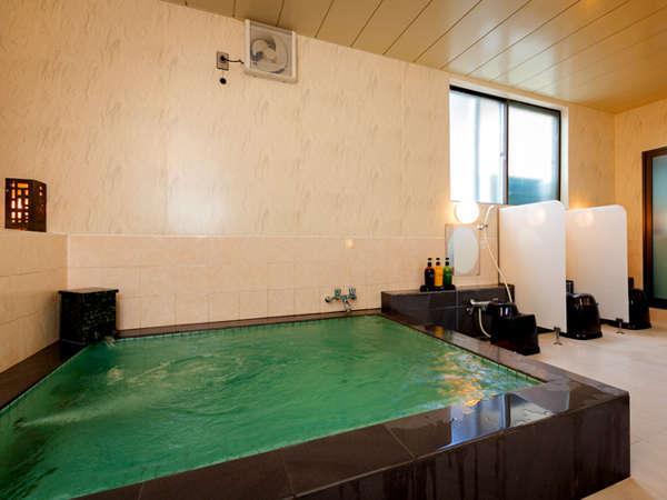 【大浴場-男性専用-】 24時間ご入浴OK!ゆっくりお食事の後でも朝でも。お好きな時にどうぞ♪