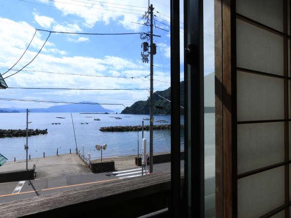 お部屋からの景色は日本海が楽しめます