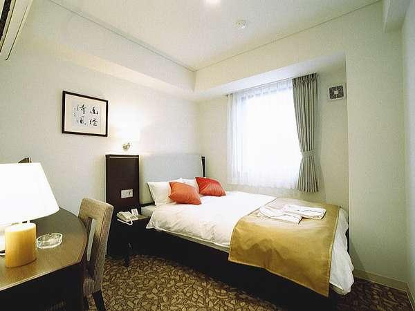 【セミダブル】14㎡/ベッド幅140cm/ブラウンで統一された落ち着いた空間、ゆっくりお休み下さい。