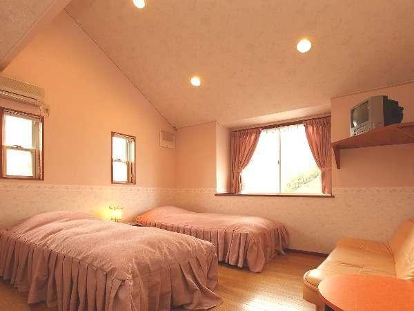 すべてのお部屋は8帖ほどの広さです。広くはありませんが、清潔で快適に過ごせます。