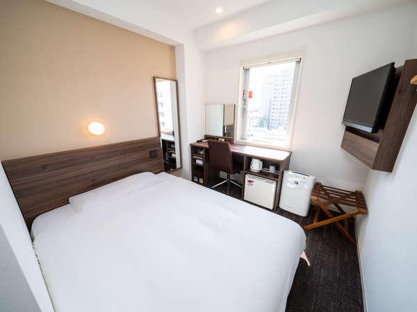 広々150幅のベッド!ゆったり寝れます♪