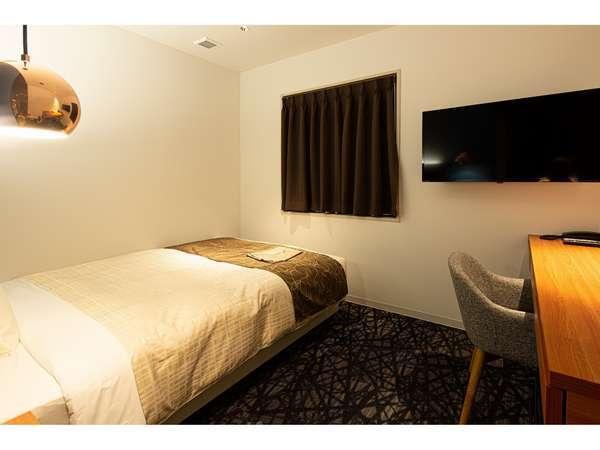 スタンダードシングルルームはゆったりとお休みいただけるダブルベッド備えたお部屋です。