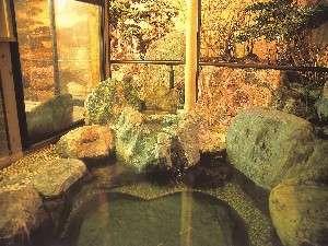 2種貸切露天風呂は美肌の湯温泉を汲み湯。しっとりと人気