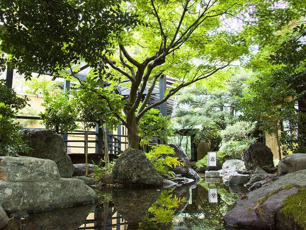 四季折々の風景をお楽しみ頂ける日本庭園