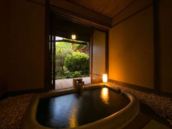 貸切風呂なでしこ。お庭を眺めながら寛ぎの時間を
