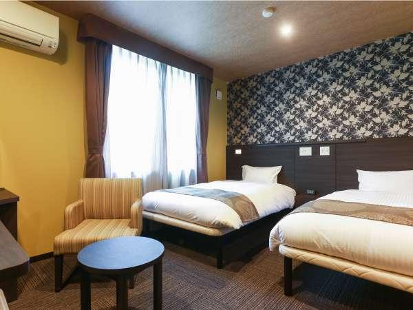 本館デラックスツイン:広々18平米のお部屋に、ベッドは120cm幅をご用意。