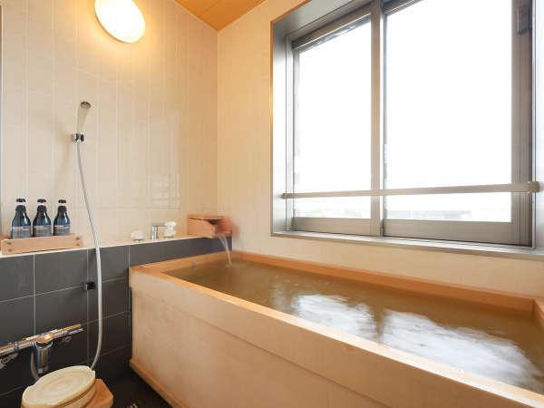 【川の見える檜風呂のある離れ】お部屋専用のお風呂です。