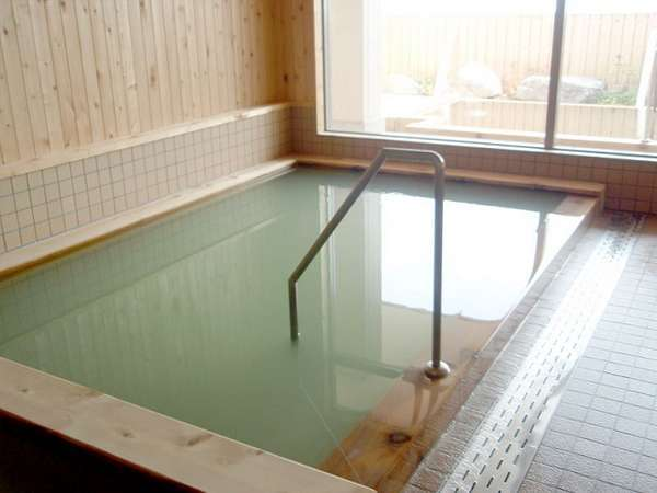 PH12の強アルカリ性のお風呂です。アトピー皮膚病に効果があるといわれています。