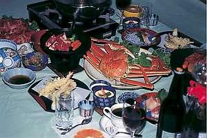 夕食は、しゃぶしゃぶ、かに、サイコロステーキから