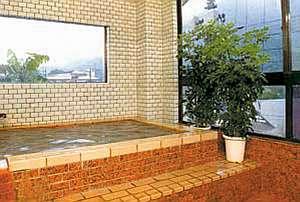 天然温泉100%!循環、ろ過、加水、加温など一切、手を加えていないい純粋な掛け流しの湯です。