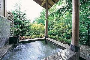 宮造りの貸切露天風呂♪(2ヶ所有・予約不要)皆さまで湯ったりと自然を感じながらご入浴いただけます♪