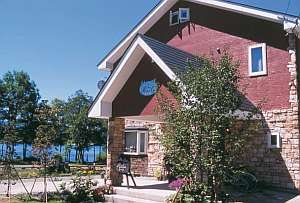 曽原湖畔に佇む景色のいいペンション