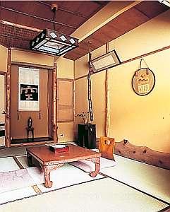 客室は弥彦神社の御神木使用、宮大工の作品