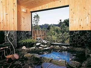 海の見える露天風呂、部屋毎に貸切で入れる