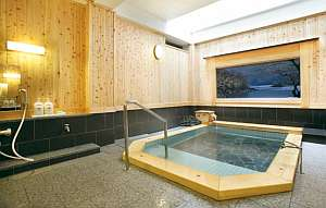 天然温泉掛け流し。少し熱めの温泉ですが、体の芯から温まります。