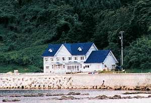 海岸沿いに建つペンション