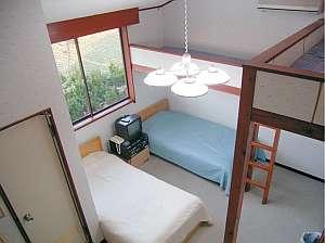 屋根裏ベッド付き8人部屋の例