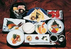 老舗料理旅館の懐石料理(一例)