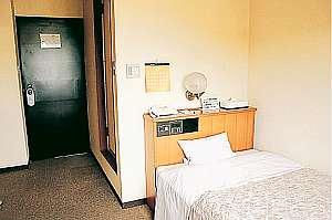 さっぱりと清潔なシングルルーム(客室例)