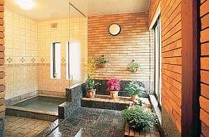ガーデン風天然温泉。グリーンを楽しみながら貸切で