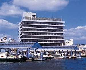 ホテル前から門司港レトロまで船で5分と観光に便利。