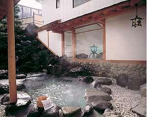 男性用の露天風呂、掛け流しの天然温泉