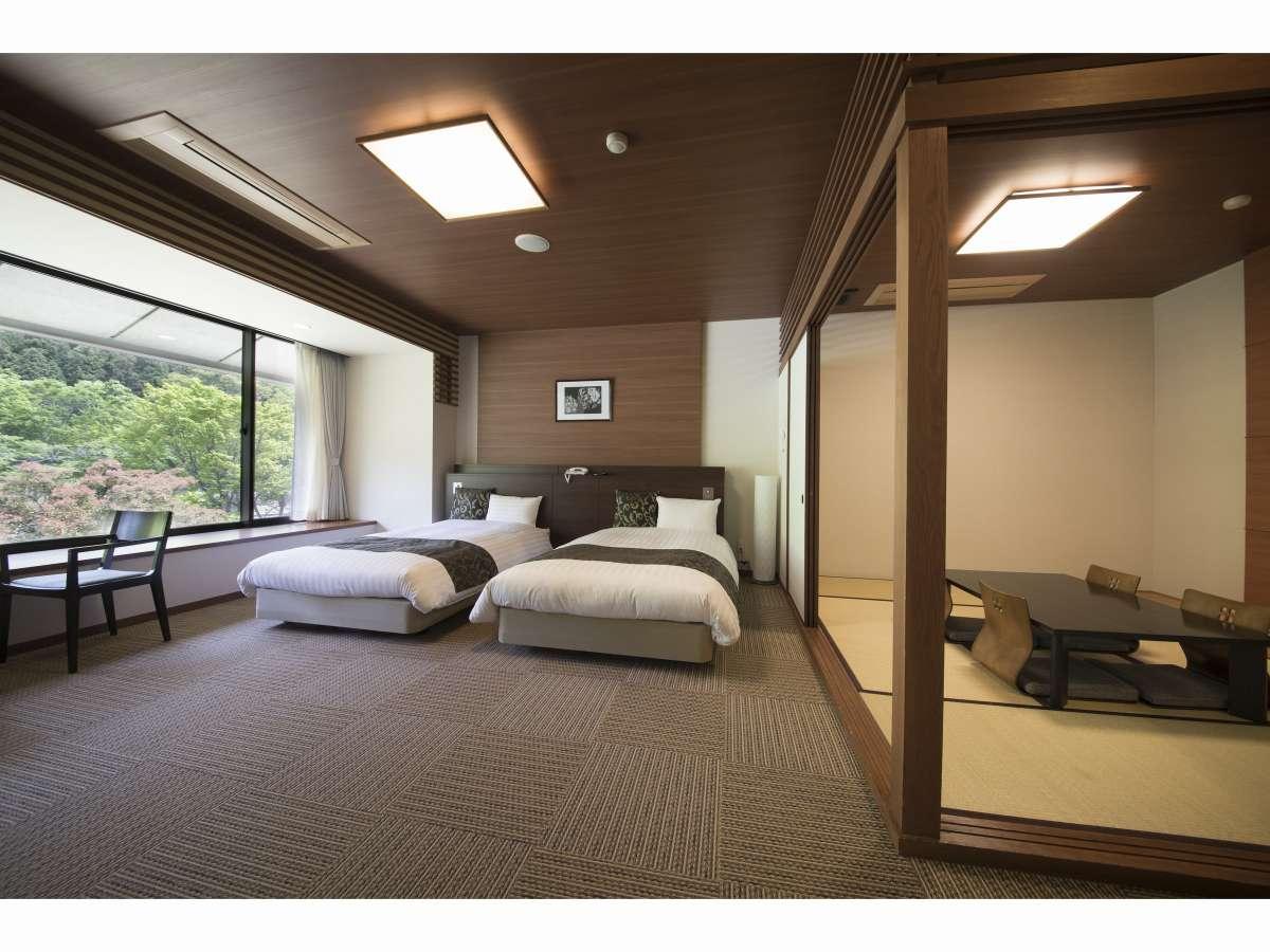 和洋室(5名様定員)ベットが2台と畳のお部屋で3名様分のお布団をご用意致します。