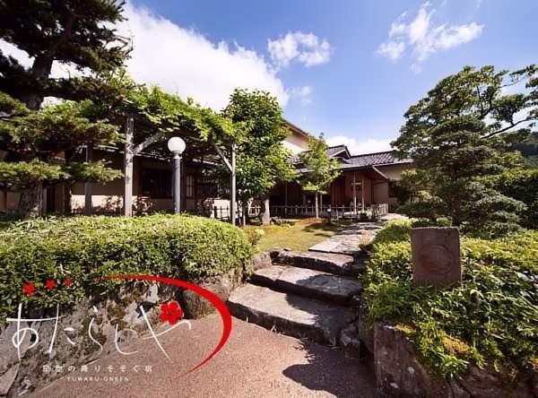 金沢の温泉、湯涌温泉街で創業250年の老舗旅館「あたらしや(新屋)」1日8組限定の静かな宿です