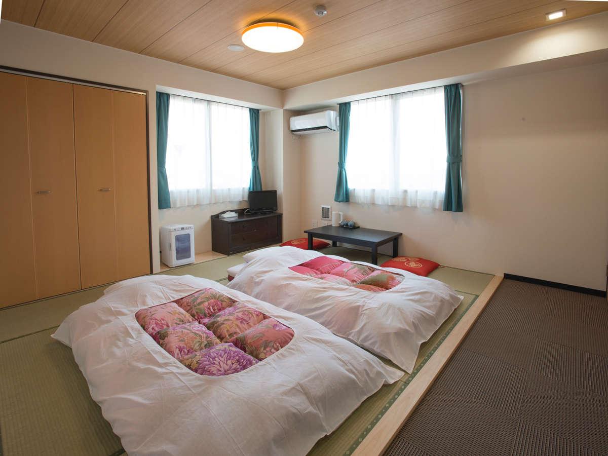 和室のお部屋は2~4名様でご利用いただけます。ご家族連れ・お友達同士でのご宿泊にも