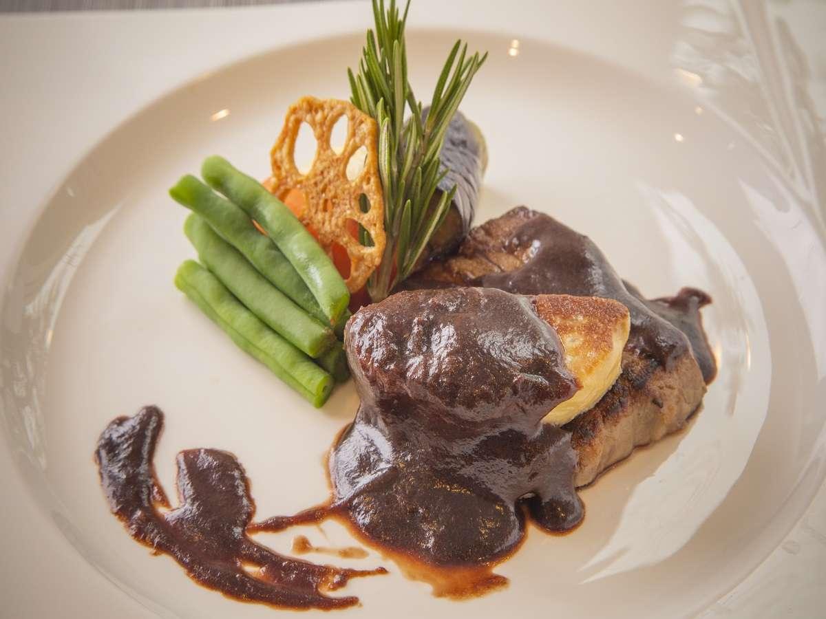 ■夕食Ginsaiコースのメインは牛サーロインステーキとフォアグラソテー