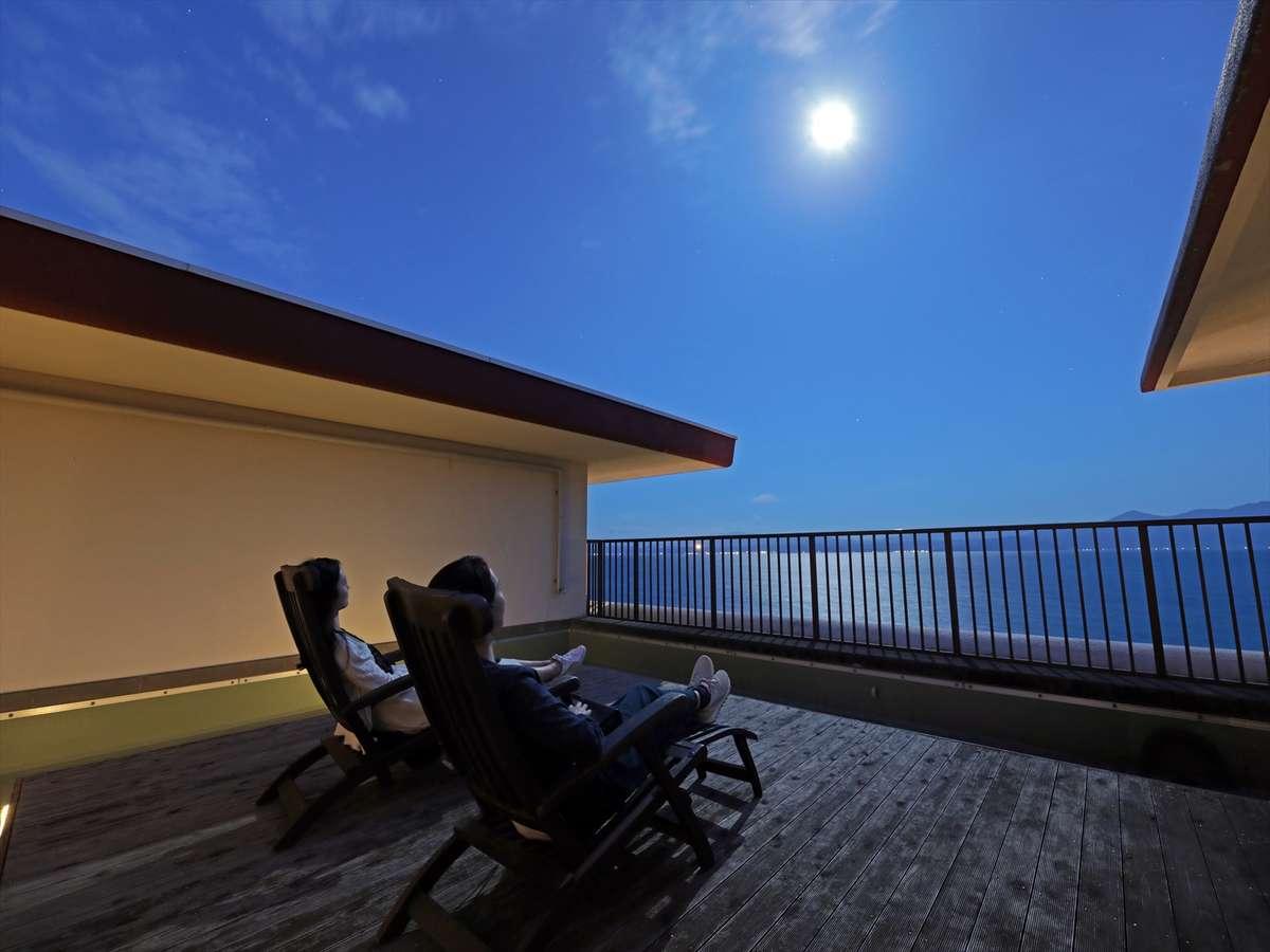 月のテラスで満点の星空を愉しむ