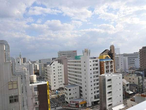 高層階からの静岡市の街並み(南方向) 奥に駿河湾がちらっと見えます。
